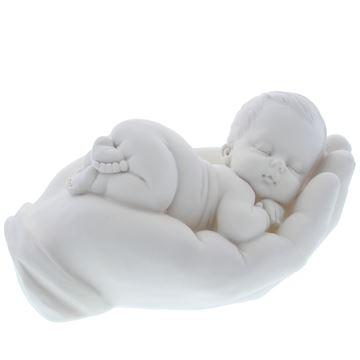 Baby liggend op hand medium wit
